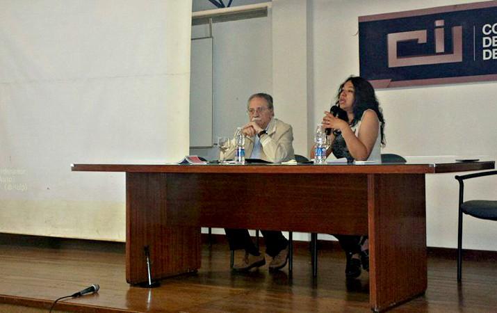 Ana Rodriguez junto al Lic. Alberto Florio, en la capacitación para operadores del Sistema Penal Juvenil