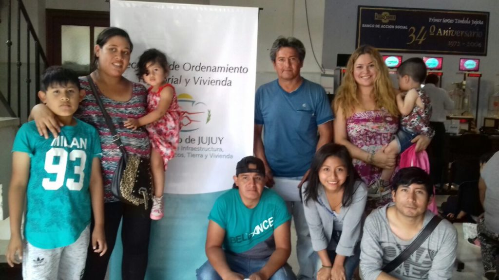 Familias que resultaron beneficiadas con un lote. (Archivo)