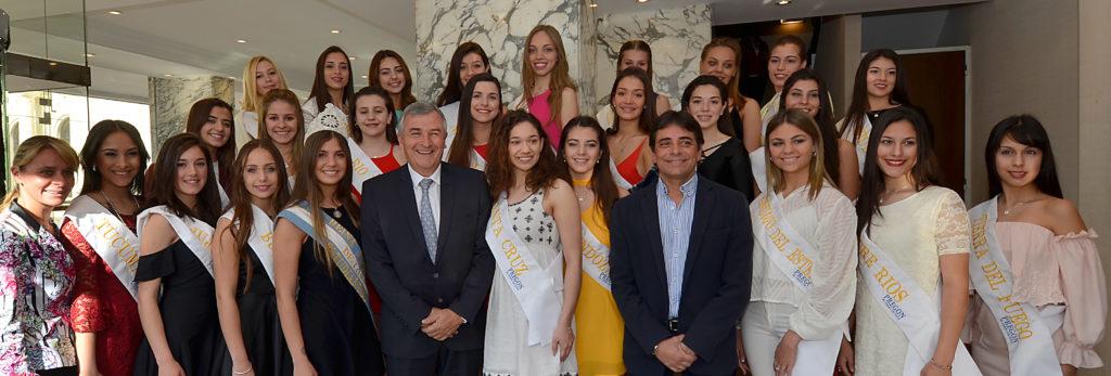 El Gobernador Gerardo Morales compartió desayuno con las candidatas a Reina Nacional de los Estudiantes.