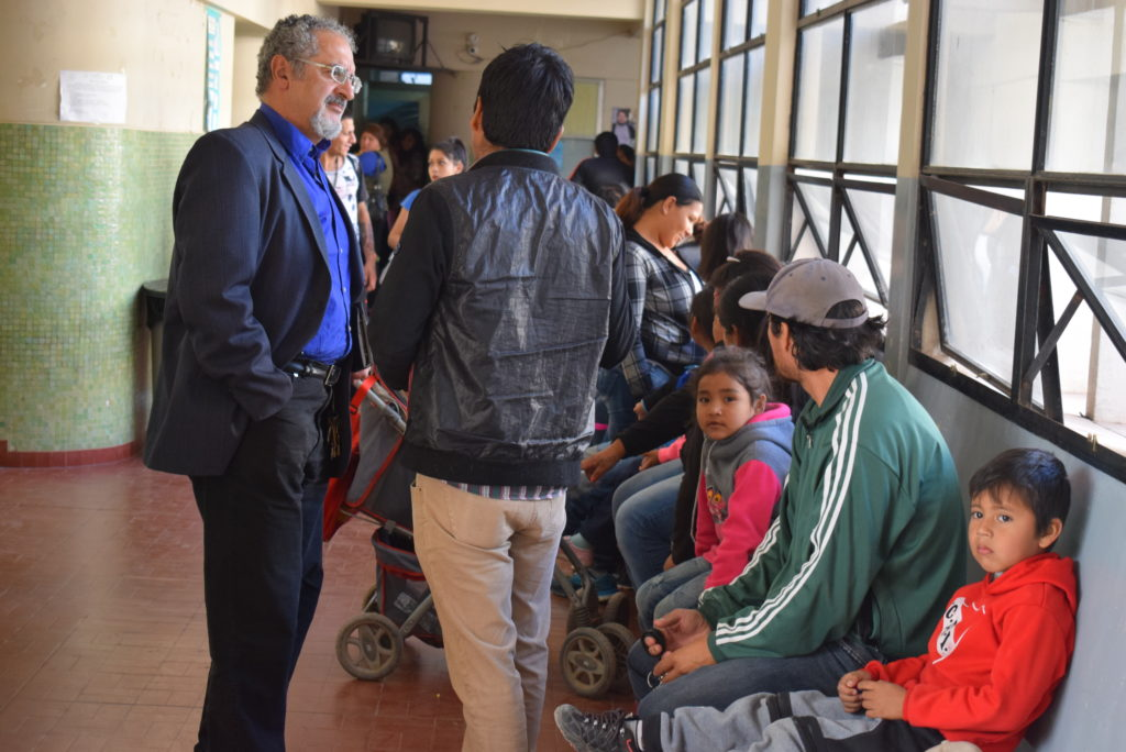 El Ministro de Salud, Dr. Gustavo Bouhid escuchando las necesidades de los usuarios de salud