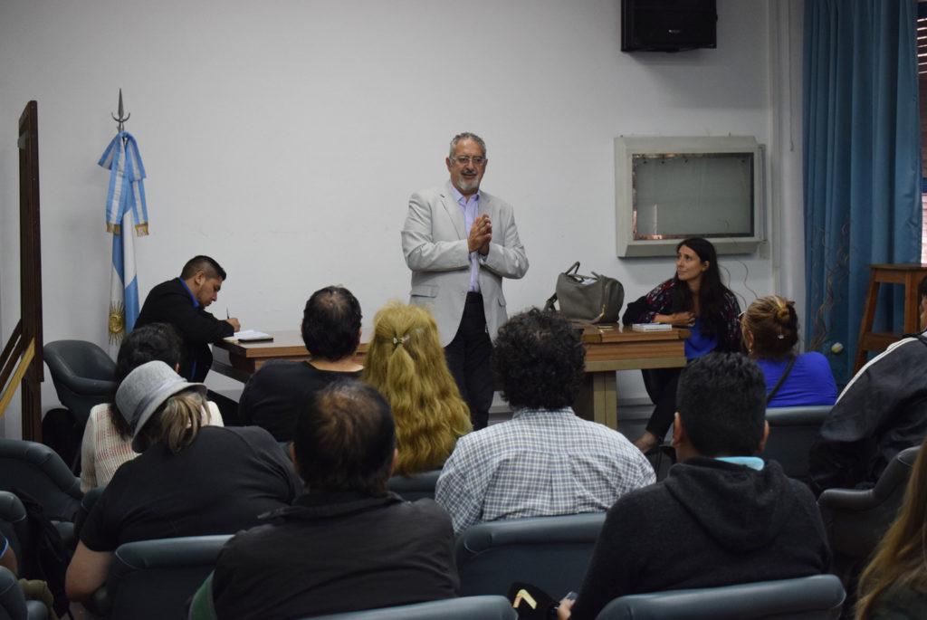 El Ministro, en dialogo con los usuarios del hospital, explicó los cambios futuros para el sistema de salud
