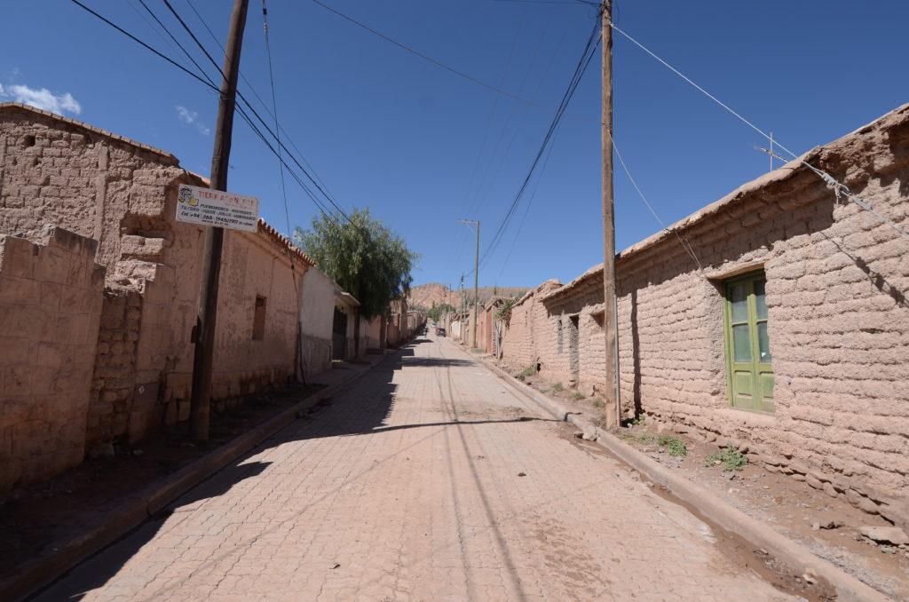 Las calles se Tilcara se encuentran con trabajos de limpieza y mantenimiento