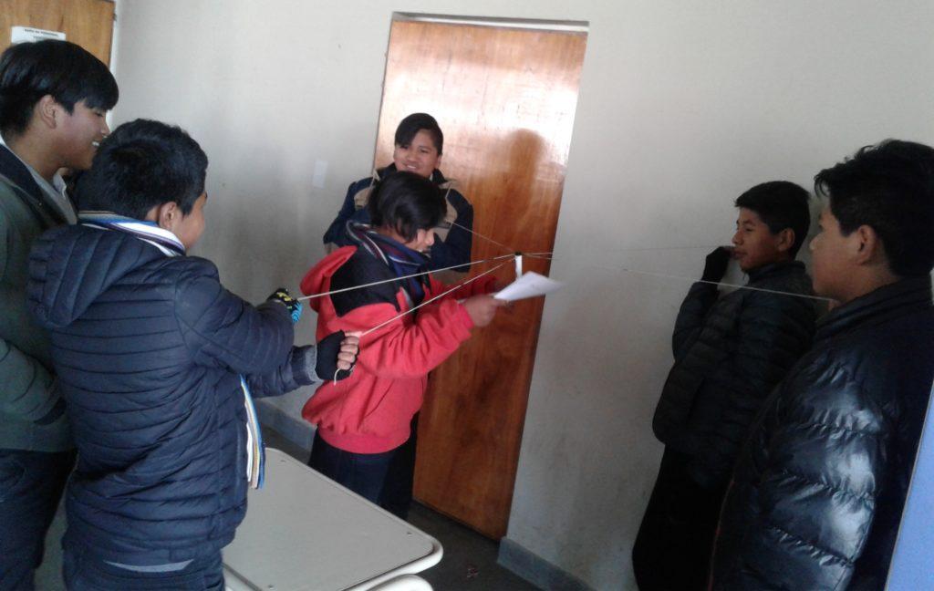 Estudiantes realizan prácticas