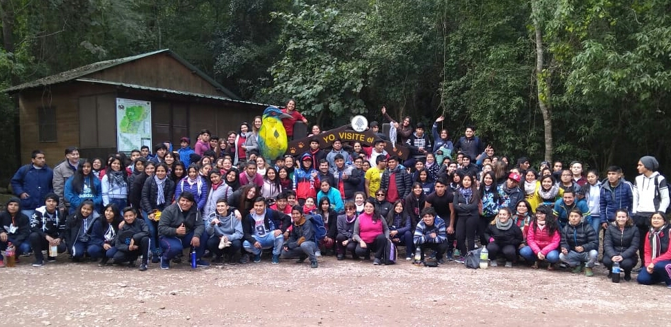 Estudiantes y profesores en el campamento realizado en Calilegua.